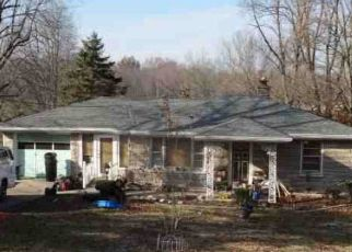 Foreclosed Home in Fairdale 40118 OLD NEW CUT RD - Property ID: 4509909500