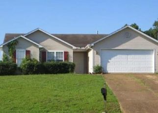 Foreclosed Home in Jackson 38305 GLADHILL CV - Property ID: 4510613323