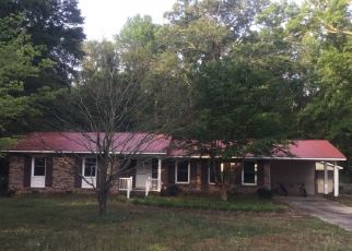 Foreclosed Home in Lumberton 28360 HAMPSTEAD RD - Property ID: 4510703103
