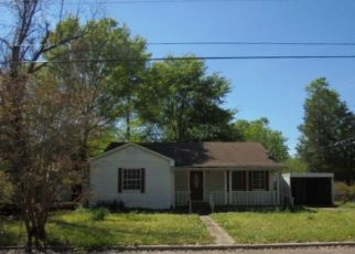 Foreclosed Home in Carthage 75633 AUSTIN ST - Property ID: 4510796397