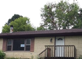 Foreclosed Home in Belleville 62223 WARREN DR - Property ID: 4511954847