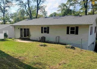 Foreclosed Home in Pekin 61554 N PARKWAY DR - Property ID: 4511956596