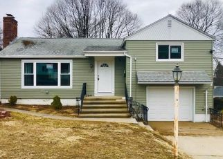 Foreclosed Home in Waterbury 06708 BUNKER HILL AVE - Property ID: 4512237326
