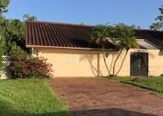 Foreclosed Home in Naples 34105 PINEWOODS CIR - Property ID: 4512735753