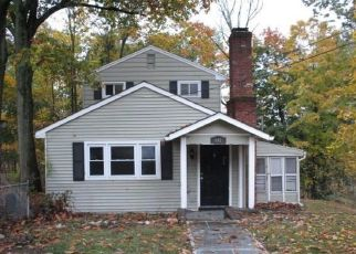 Foreclosed Home in Valley Cottage 10989 STORMS RD - Property ID: 4513352410