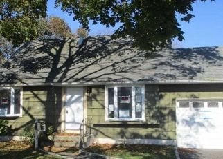 Foreclosed Home in Lindenhurst 11757 39TH ST - Property ID: 4513799136