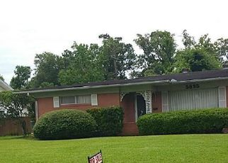 Foreclosed Home in Beaumont 77706 FROST ST - Property ID: 4515006196