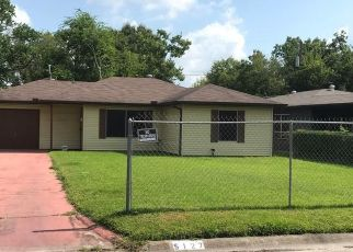 Foreclosed Home in Houston 77033 PENSDALE ST - Property ID: 4515922445