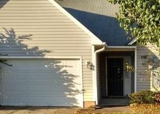 Foreclosed Home in Hope Mills 28348 PIONEER DR - Property ID: 4516520725