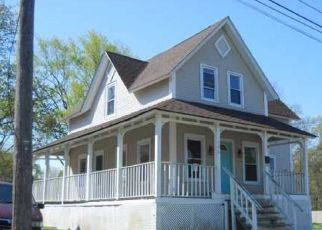 Foreclosed Home in Warwick 02889 LIPPITT AVE - Property ID: 4516605691