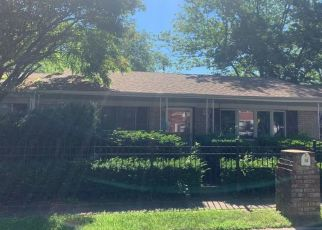 Foreclosed Home in Amityville 11701 CAMPBELL ST - Property ID: 4516627586