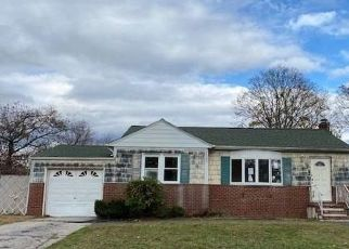 Foreclosed Home in West Babylon 11704 LAKEWAY DR - Property ID: 4516968776
