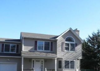 Foreclosed Home in Patchogue 11772 WALKER AVE - Property ID: 4516975334