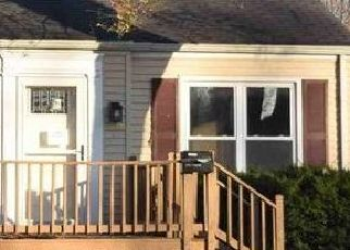 Foreclosed Home in Springfield 62704 S THAYER ST - Property ID: 4517076960