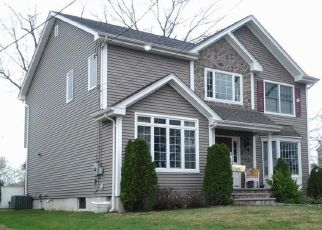 Foreclosed Home in Saddle Brook 07663 OAK AVE - Property ID: 4517296817