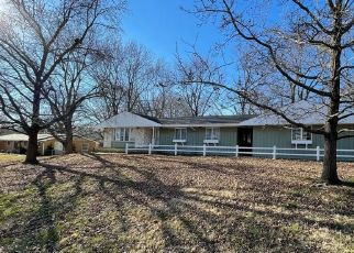 Foreclosed Home in Independence 64052 S OVERTON AVE - Property ID: 4517425577