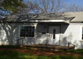 Foreclosed Home in Chickasha 73018 S 21ST ST - Property ID: 4517853923