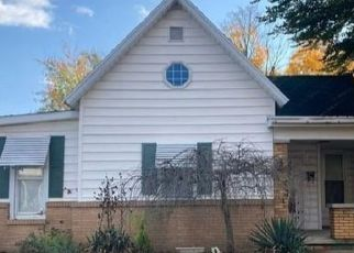 Foreclosed Home in Paris 61944 N JEFFERSON ST - Property ID: 4518078145