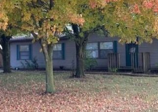 Foreclosed Home in Paris 61944 N HIGH ST - Property ID: 4518133787