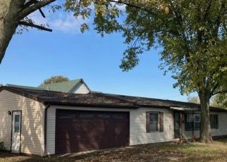 Foreclosed Home in Paris 61944 WABASH AVE - Property ID: 4518136403