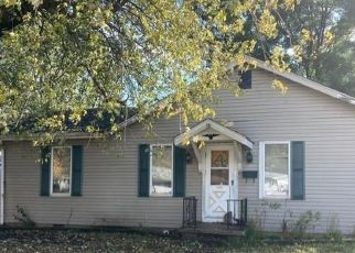 Foreclosed Home in Paris 61944 DOUGLAS ST - Property ID: 4518204737