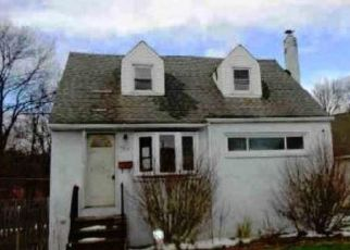 Foreclosed Home in Bristol 19007 ROCKVIEW DR - Property ID: 4518358908