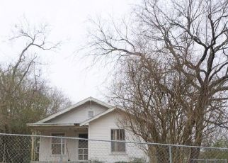 Foreclosed Home in Henryetta 74437 COUNTRY CLUB RD - Property ID: 4519241858