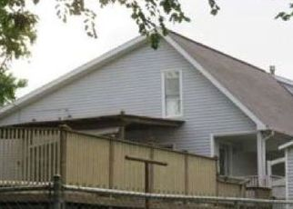 Foreclosed Home in Vandalia 62471 S CHAMPAIGN AVE - Property ID: 4519547111