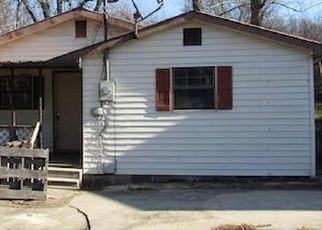 Foreclosed Home in Middlesboro 40965 1/2 EVANS DR - Property ID: 4520116486
