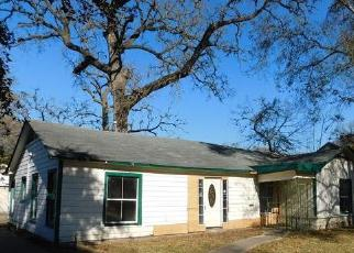 Foreclosed Home in Houston 77004 OAKDALE ST - Property ID: 4520290359
