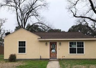 Foreclosed Home in Uvalde 78801 N PARK ST - Property ID: 4521713784