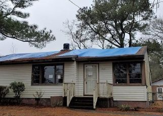 Foreclosed Home in Fayetteville 28304 SANDALWOOD DR - Property ID: 4521815383
