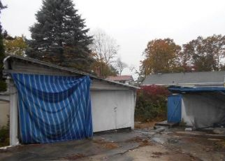 Foreclosed Home in Bridgeport 06606 PLEASANTVIEW AVE - Property ID: 4521838597