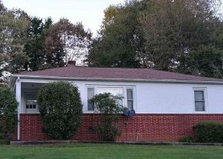 Foreclosed Home in Hickory 28601 23RD AVENUE DR NE - Property ID: 4522756594