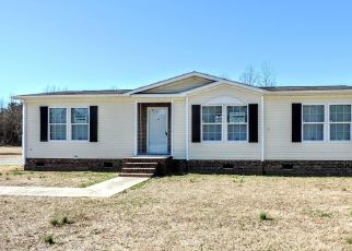 Foreclosed Home in Clinton 28328 HONEYCUTT RD - Property ID: 4523030319