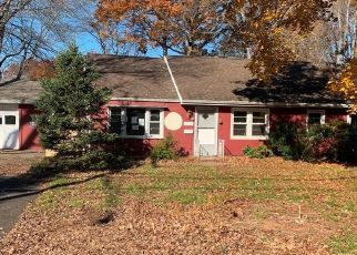 Foreclosed Home in Newington 06111 ROBBINS AVE - Property ID: 4523061418