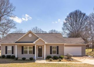 Foreclosed Home in Gastonia 28056 IRIS DR - Property ID: 4523181878