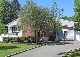 Foreclosed Home in Huntington 11743 HADLAND DR - Property ID: 4523422759
