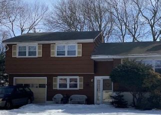 Foreclosed Home in Fairfield 06824 DUDLEY DR - Property ID: 4523857216