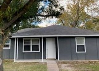Foreclosed Home in Liberty 77575 BAKER CIR - Property ID: 4524099871