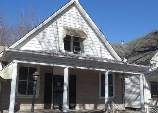 Foreclosed Home in Springfield 62704 W ALLEN ST - Property ID: 4524186575