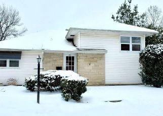 Foreclosed Home in Fairfield 62837 SE 4TH ST - Property ID: 4524189649
