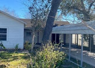 Foreclosed Home in George West 78022 FANNIN ST - Property ID: 4524349955