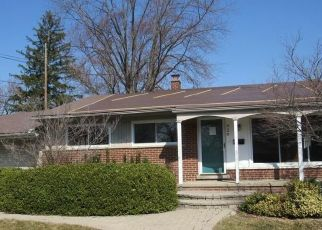 Foreclosed Home in Clawson 48017 W BAKER AVE - Property ID: 4524878128