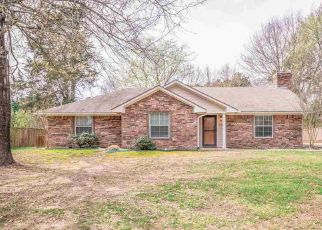 Foreclosed Home in Gladewater 75647 N LYNN ST - Property ID: 4525104122