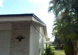 Foreclosed Home in Fort Myers 33907 FLORA AVE - Property ID: 4526015562