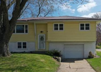 Foreclosed Home in Dubuque 52002 WALLER ST - Property ID: 4526282726