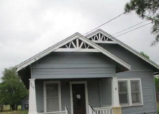 Foreclosed Home in Cuero 77954 E BAILEY ST - Property ID: 4526433385