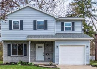 Foreclosed Home in Toledo 43606 WENDOVER DR - Property ID: 4527060566