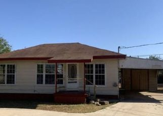 Foreclosed Home in Carrizo Springs 78834 W NOPAL ST - Property ID: 4527118827